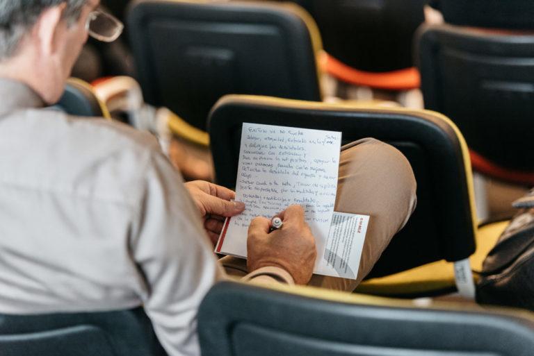 Motivirana publika prati event i aktivno sudjeluje.